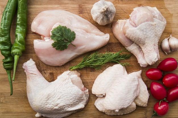 5 Alasan Jenis Pakan Pengaruhi Warna Daging Ayam Yang Perlu Diperhatikan